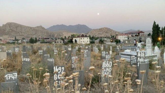 Van'ın göçmenlerle büyüyen kimsesizler mezarlığı