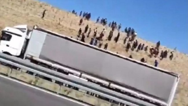 Rapor: İran, Afganları TIR'larla Türkiye'ye gönderiyor