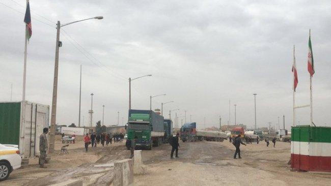 İran, Afganistan'da Taliban kontrolündeki sınırı kapatıyor