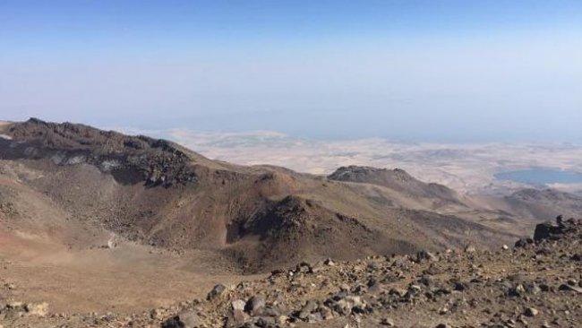 Süphan Dağı'ndaki krater gölleri kurudu