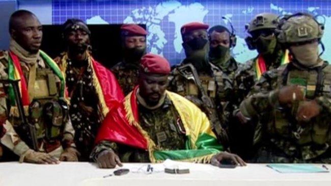 Gine'de askerler yönetime el koydu, sokağa çıkma yasağı ilan edildi