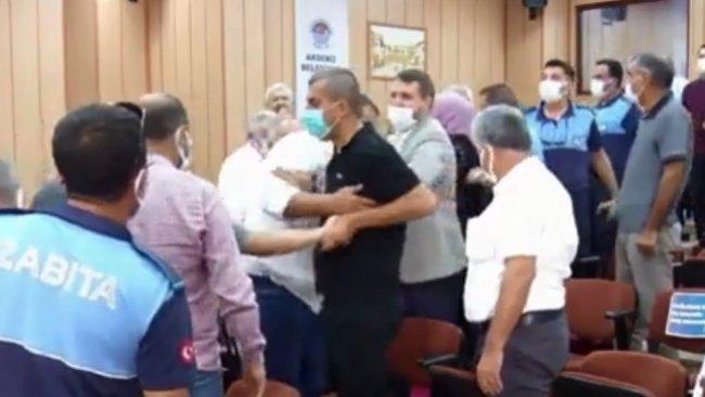 Akdeniz Belediyesi'nde 'Öcalan' tartışması