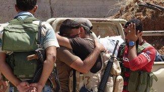 Dera'da silahlı muhalifler teslim oldu, askerler kente girdi