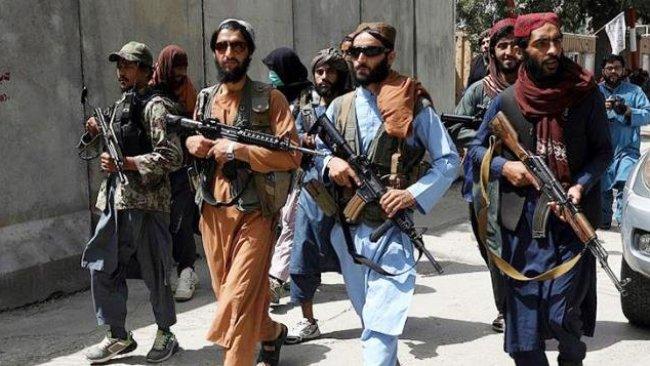 Taliban'dan kadınlara uyarı: Evden çıkmayın!