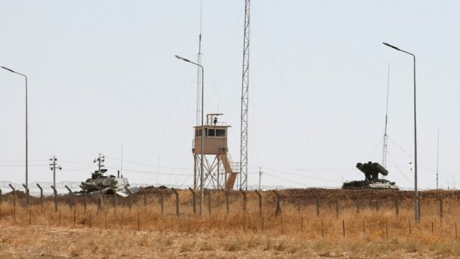 Türkiye'nin Başika'daki askeri üssüne roketli saldırı